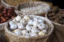 Free Garlic In Selling At Market Royalty Free Stock Photos - 30676668