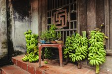 Free Bananas And Bonsai In Selling Royalty Free Stock Image - 30677076