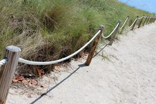 Free Ropes And Wood Posts Leading Onto A Sandy Beach At Ocean Stock Photo - 30680960