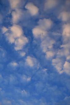 Free Blue Cloudy Sky Royalty Free Stock Photos - 3073498