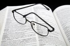 Free Spectacles On Book Stock Photography - 3078092