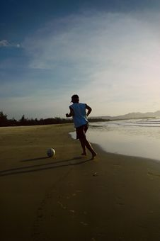 Free Playing Ball On The Beach Royalty Free Stock Photo - 3079325