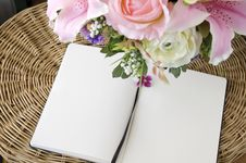 Free Two Blank Page With Flowers Royalty Free Stock Photography - 30702577