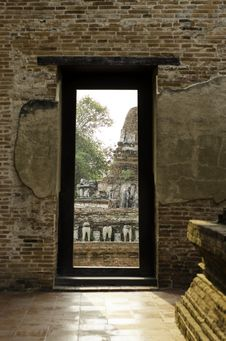 Free Gate At Wat Maheyong, Ancient Temple And Monument In Ayutthaya, Stock Image - 30717191