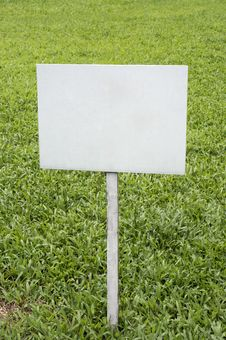 Free Blank Sign In Grassland Royalty Free Stock Photos - 30760918