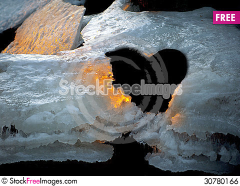 Free Golden Ice With Heart Royalty Free Stock Image - 30780166