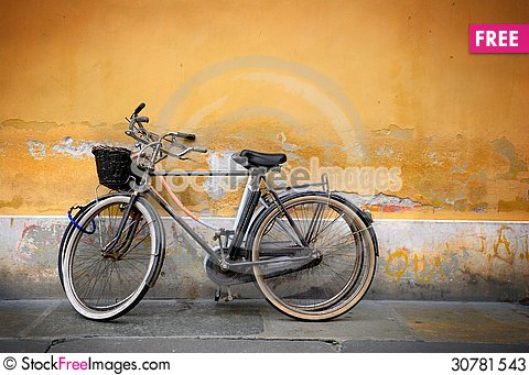 Free Italian Old-style Bicycles Stock Photos - 30781543