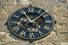 Free Old Style Outside Wall Clock Royalty Free Stock Photo - 3080085