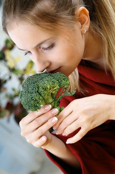 Free Woman With Brocolli Stock Images - 3083454