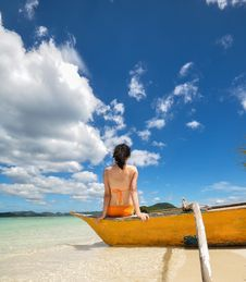Free Young Girl Sit On Boat On White Beach Royalty Free Stock Images - 30809079