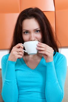 Free Young Woman With A Cup Royalty Free Stock Photos - 30811258