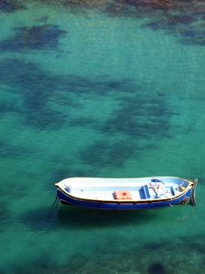 Free Small Recreational Boat On Shallow Lagoon Stock Photography - 30812842