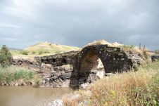 Free Ancient Bridge Ruins Stock Photo - 30814810