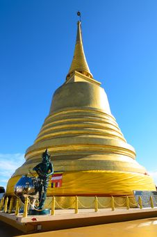 Free Golden Stupa Royalty Free Stock Photo - 30858335