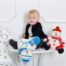 Free Cute Kid And Toy Snowmen Royalty Free Stock Images - 30903709