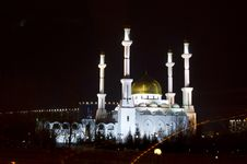 Free Mosque In Astana Royalty Free Stock Photos - 30904108
