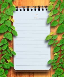 Free Blank Planning Notebook On Wood Background With Ivy Fixing Tree. Stock Photography - 30909622