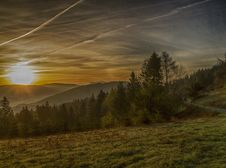 Free Sunrise Over The Mountains Royalty Free Stock Photos - 30933428