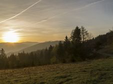 Free Sunrise Over The Mountains Royalty Free Stock Image - 30933626