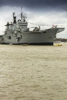 Free Aircraft Carrier On Thames Royalty Free Stock Images - 30936109