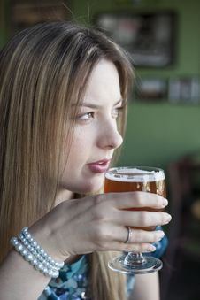 Free Blonde Woman With Beautiful Blue Eyes Drinks A Goblet Of Beer Stock Photos - 30950993