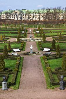Free Konstantinovsky Palace Park Royalty Free Stock Photo - 30965345
