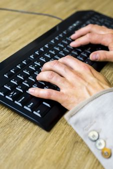 Free Hands On Keyboard Royalty Free Stock Photos - 30970868