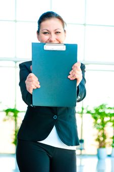 Free Smiling Girl Shows The Empty Office Folder Stock Images - 30972084