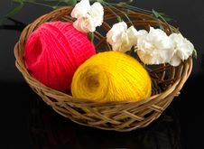 Free Skein Of Yarn In A Wicker Basket Royalty Free Stock Image - 30973996