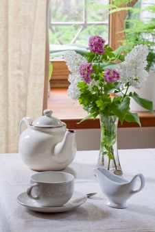 Free Teapot, Teacup And Milk Jug Royalty Free Stock Image - 30987096