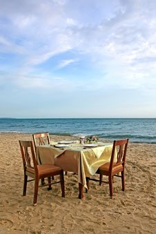 Free Table And Chair On The Beach Stock Photography - 30995432