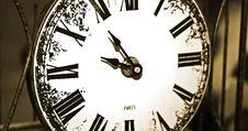 Free Paris Clock Close Up Royalty Free Stock Photography - 312867
