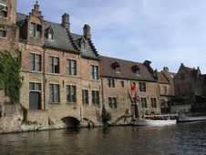Free Boats And Beautiful Buildings In Bruges, Belgium. Royalty Free Stock Images - 316509