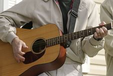 Free Hands Playing Guitar Royalty Free Stock Photography - 318357