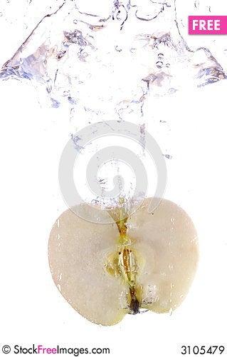 Free Apple Splashing Royalty Free Stock Images - 3105479
