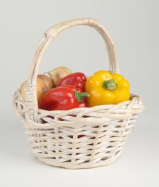 Free Basket With Peppers Stock Photography - 3102842