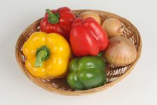 Free Basket With Fresh Peppers Stock Images - 3102864