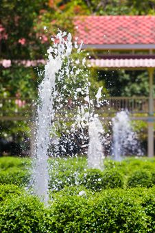 Free Garden Fountains In Villa Field Royalty Free Stock Image - 31031346