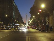 Free Famous Avenue In Buenos Aires Stock Photo - 31031710