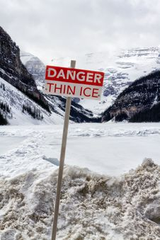 Free Danger Thin Ice Sign Royalty Free Stock Image - 31037886
