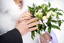 Free Hands With Wedding Gold Rings And Flowers Stock Photos - 31039693