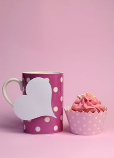 Pink Polka Dot Coffee Mug With Pink Cupcake And Blank White Heart Shape Gift Tag - Vertical With Copy Space. Royalty Free Stock Photography