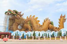 Free Repair Of Giant Golden Chinese Dragon At Suphanburi,Thailand. Royalty Free Stock Photography - 31060937