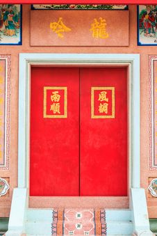 Free Red Door Of Chinese Temple In Thailand. Royalty Free Stock Photography - 31061017