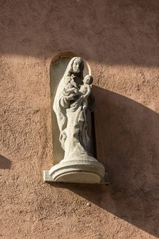Free Madonna And Child,  Sculpture On A Wall In Wurzburg, Germany. Royalty Free Stock Photo - 31070065