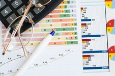 Free Financial Graph Stock Photography - 31073842