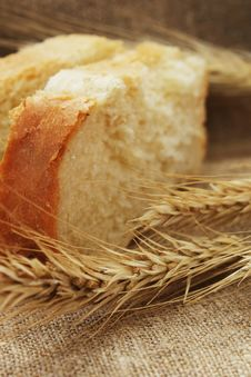 Free Bread And Wheat Ears Stock Photography - 31089792