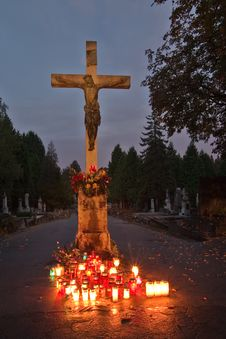Free Cross On The Cemetery Royalty Free Stock Images - 3110519