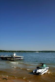 Free Boats At Lake Shore Royalty Free Stock Image - 3118096