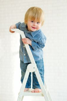 Free Cute Little Boy Posing From The Top Of The Ladder Royalty Free Stock Photos - 31100918